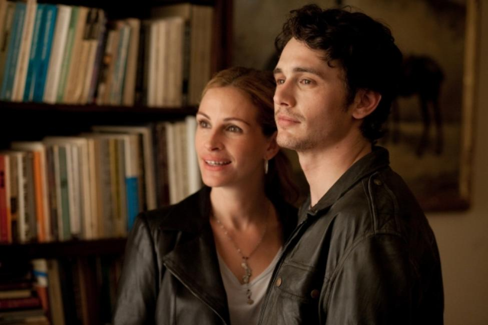 Julia Roberts as Liz Gilbert and James Franco as David in