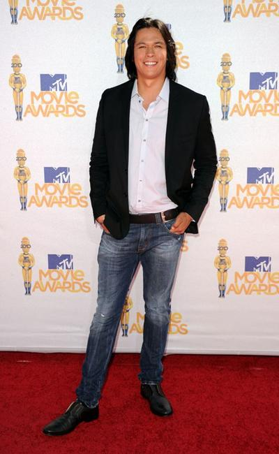 Chaske Spencer at the 2010 MTV Movie Awards.