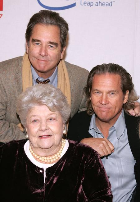 Jeff Bridges, Beau Bridges and mother Dorothy Bridges at the Hollywood Entertainment Museum Annual Awards.