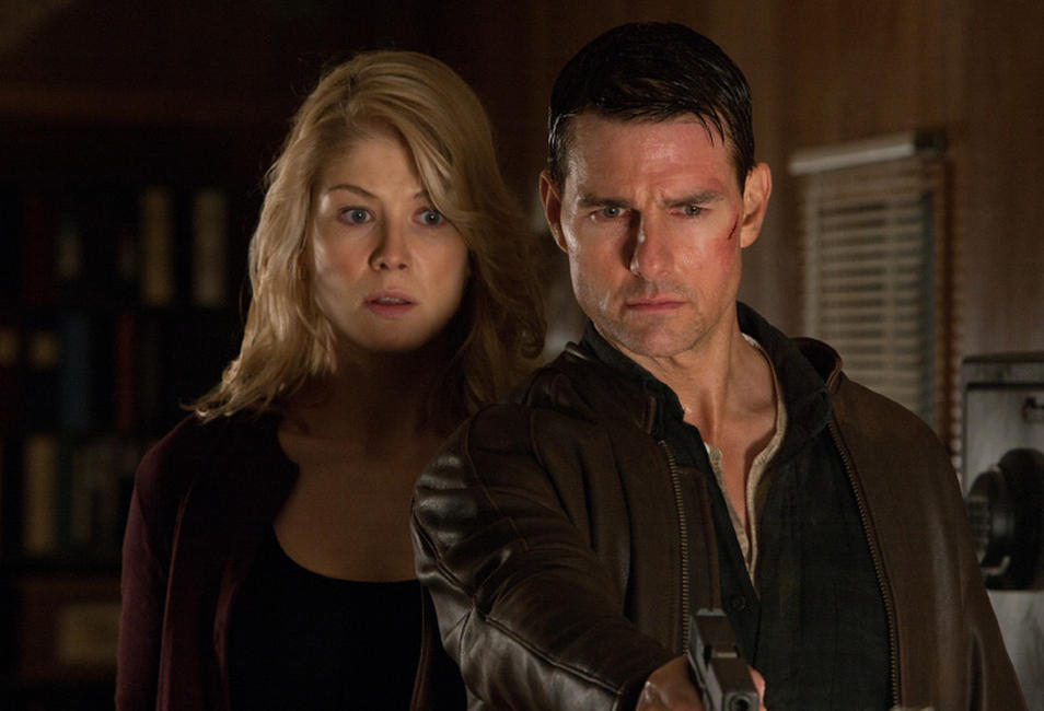 Rosamund Pike as Helen and Tom Cruise as Reacher in