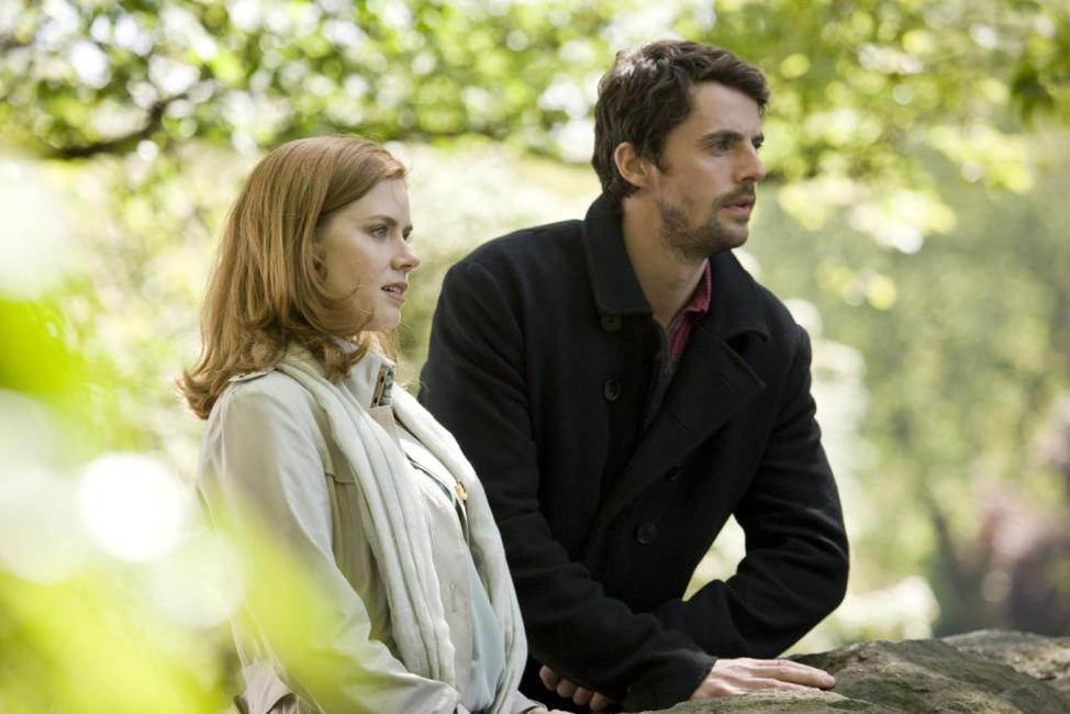 Amy Adams as Anna and Matthew Goode as Declan in