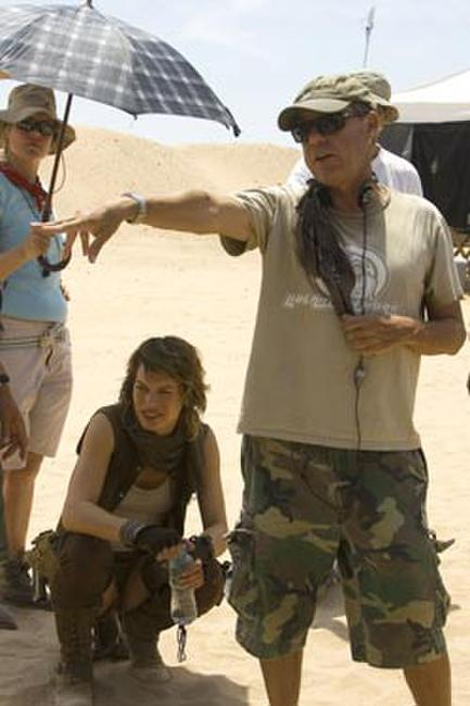 Milla Jovovich and director Russell Mulcahy on the set of