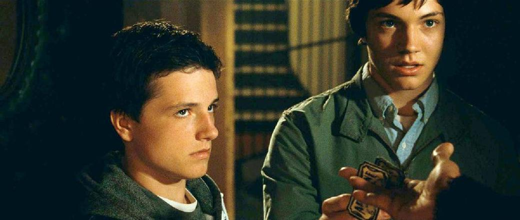 Josh Hutcherson as Steve and Chris Massoglia as Darren in