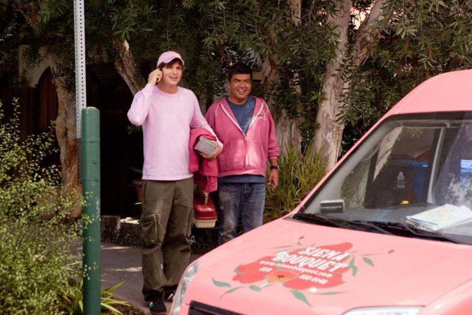 Ashton Kutcher as Reed Bennett and George Lopez as Alphonso in
