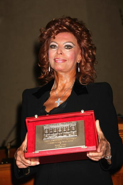 Sophia Loren and her lifetime achievement award at the 2nd Rome Film Festival.