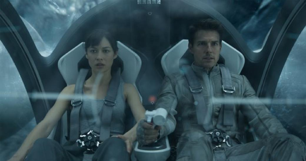 Olga Kurylenko and Tom Cruise in