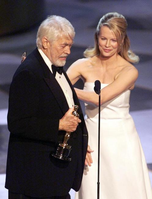 Kim Basinger and James Coburn at the 71st Academy Awards for the movie