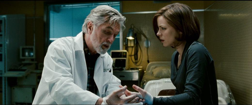 Tom Skerritt as Dr. John Fury and Kate Beckinsale as Carrie Stetko in