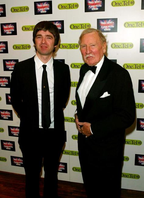 Noel Gallagher and Leslie Phillips at the British Comedy Awards 2004.