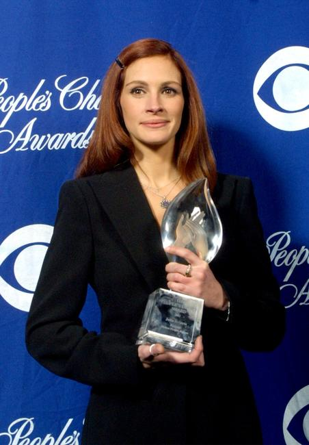 Julia Roberts at the 28th Annual People's Choice Awards.