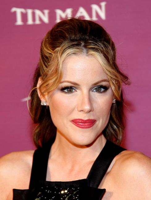 Kathleen Robertson at the Los Angeles premiere of