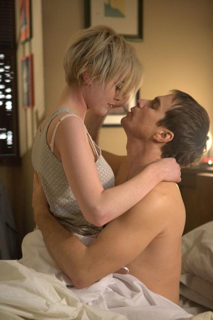 Dominique McElligott as Tess Bell and Sam Rockwell as Sam Bell in