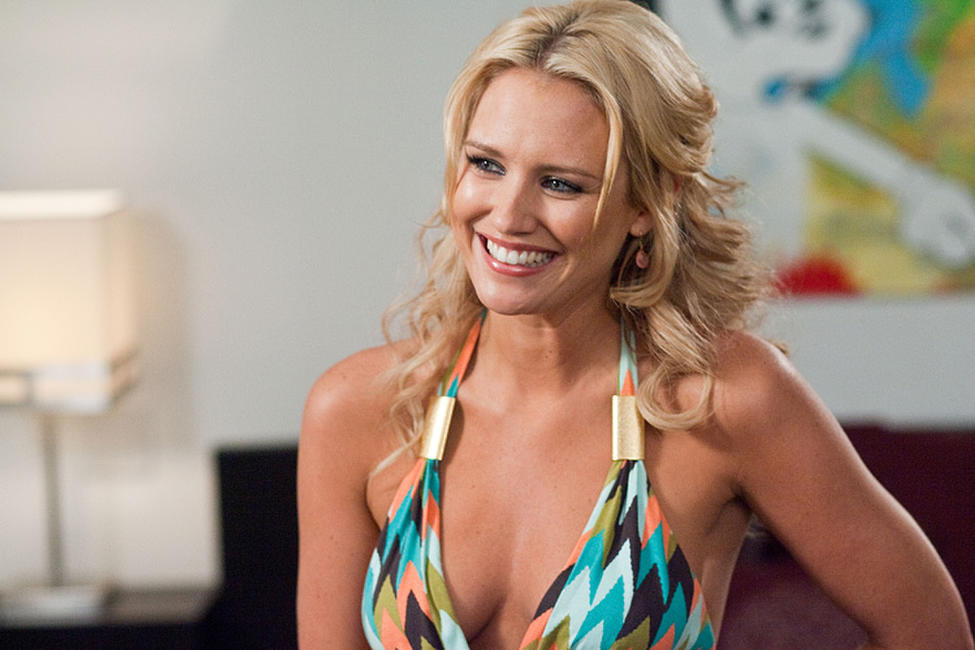Nicky Whelan as Leigh in