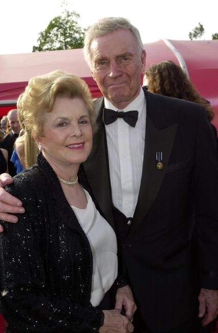 Charlton Heston and his wife at the 73rd Annual Academy Awards.