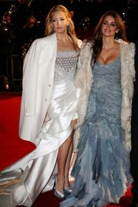 Kate Hudson and Penelope Cruz at the world premiere of