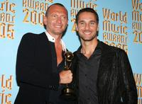 Biago Antonacci and Raoul Bova at the 2005 World Music Awards.