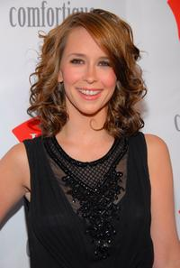 Jennifer Love Hewitt at the opening of Hane's first limited engagement