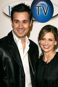 Freddie Prinze, Jr. and Sarah Michelle Gellar at the Aol and Warner Bros. Launch of In2TV.
