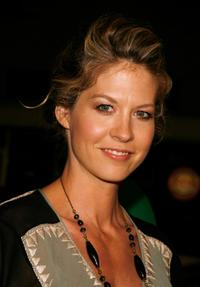 Jenna Elfman at the premiere of