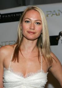 Sarah Wynter at the Peter Som Fall 2006 fashion show during the Olympus Fashion Week.