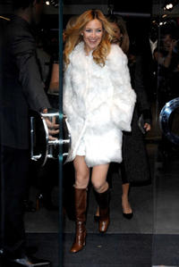 Kate Hudson leaves the Dolce & Gabbana women's pre-fall 2008 collection at Dolce & Gabbana in N.Y.