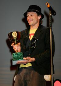 Heath Ledger collects the award for the film I'm Not There during the Leone d'Oro del 75th closing ceremony during the 64th Venice Film Festival.