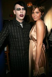 Marilyn Manson and Mandy Moore at the 2004 MTV Video Music Awards.