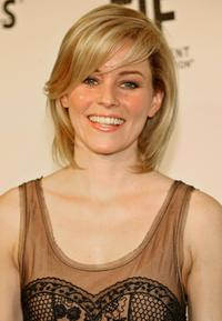 Elizabeth Banks at the EIF's Women's Cancer Research Fund.