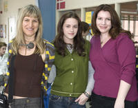 Director Catherine Hardwicke, Kristen Stewart and writer Stephenie Meyer on the set of