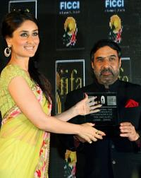 Kareena Kapoor and Anand Sharma at the Federation of Indian Chambers of Commerce and Industry (FICCI) Annual event.