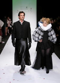 Linda Hamilton and Lawrence Zarian at the Johnnie Walker Dressed to Kilt 2006 fashion show during the Mercedes Benz Fashion Week - backstage.
