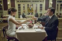 Jennifer Garner as Anna and Ricky Gervais as Mark in