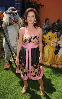 Moira Kelly at the premiere of