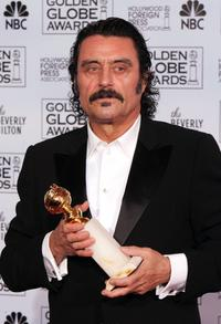 Ian McShane and Mariska Hargitay at the 62nd Annual Golden Globe Awards.
