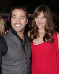 Jeremy Piven and Jennifer Garner at the premiere of