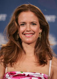 Kelly Preston at the 2006 CMT Music Awards.