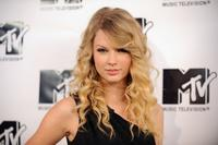 Taylor Swift at the MTV's TRL