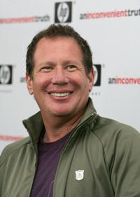 Garry Shandling at the Los Angeles premiere of