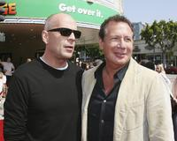 Bruce Willis and Garry Shandling at the premiere of
