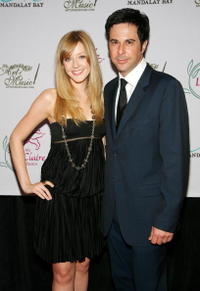 Jonathan Silverman and Jennifer Finnigan at the Lili Claire Foundation fundraiser.