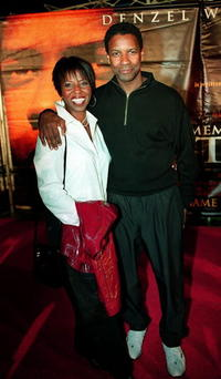 """Denzel Washington and his wife Paulette at the premiere of """"Remember the Titans"""" in Pasadena, California."""