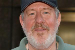 News Briefs: Edward Herrmann Dies at 71; New, Dazzling 'Cinderella' International Trailer