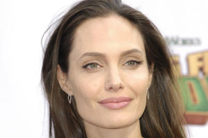News Briefs: Angelina Jolie May Star in 'Murder on the Orient Express'
