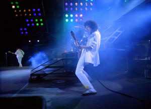 "Brian May in ""Queen - Hungarian Rhapsody: Live in Budapest '86."""