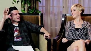 Weekend Ticket: The Newlyfriend Game - Josh Hutcherson & Jennifer Lawrence - Click to play