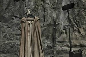 News Briefs: 'Star Wars: Episode VIII' Tease: See Luke Skywalker's Jedi Robe