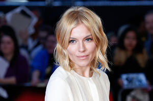 'Mississippi Grind''s Sienna Miller: On Ryan Reynolds' Foot Rubs, Dyeing Her Hair and Making an Impression