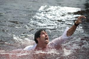 """Jerry O'Connell in """"Piranha."""""""
