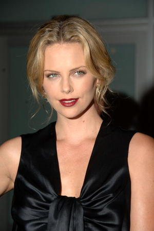 """""""In the Valley of Elah"""" star Charlize Theron at the L.A. premiere."""