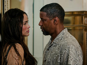 "Denzel Washington and Paula Patton in ""2 Guns."""